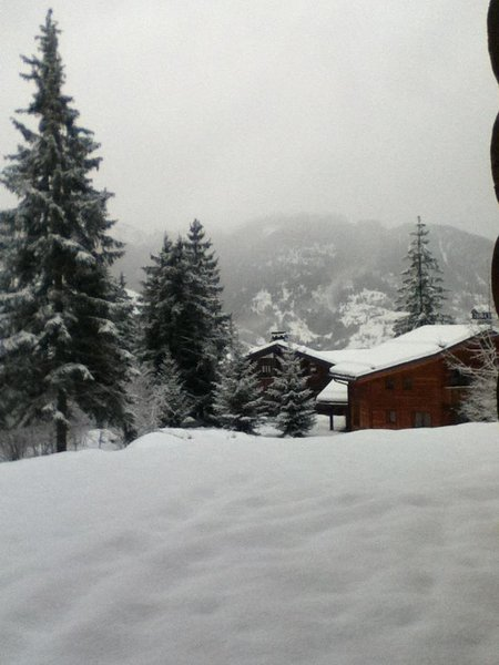 La Tania mid Dec 2011 heavy snow fall over a metre in a couple of days and more forecast!\\n\\n16/12/2011 10:21